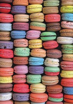 What a sweet surprise. This Piatnik Macaroons Jigsaw Puzzle showcases a colorful display of tempting macaroon cookies. Assembled puzzle measures approximately 19 x 27 inches. Macaroon Wallpaper, Colorful Desserts, Rainbow Desserts, Macaroon Cookies, French Macaroons, Puzzle 1000, Sugar Cravings, Gourmet Recipes, 1000 Piece Jigsaw Puzzles
