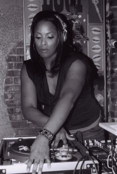 DJ Spinderella on the and Hip Hop And R&b, Hip Hop Rap, Hip Hop Artists, Music Artists, Old School Music, By Any Means Necessary, Music Like, Hip Hip, The Dj