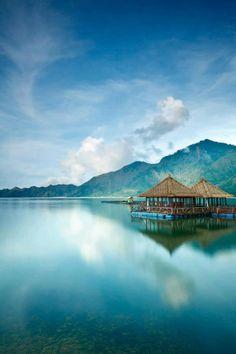 The Kedisan floating restaurant on Lake Kintamani, Bali (Indonesia)