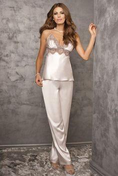 4d0e68e6a2b8 Женские шелковые пижамы  100+ роскошных моделей на фото   нижнее ...