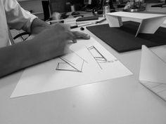 La personal mesa del estudio SerraydelaRocha para la firma Calma | Interiores Minimalistas
