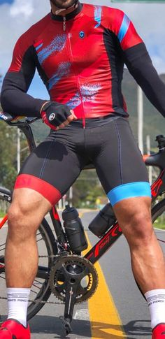 lycra and compression gear fan from Paris in France. Bike Wear, Cycling Wear, Cycling Outfit, Men's Cycling, Cycling Clothes, Running Clothing, Triathlon Training Program, Training Programs, Cycling Lycra