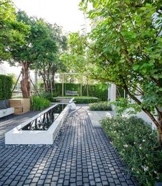 New backyard small garten outdoor areas ideas Modern Water Feature, Farmhouse Garden, Water Features In The Garden, Small Garden Design, Parasol, Outdoor Areas, Shade Garden, Backyard Landscaping, Farmhouse Landscaping