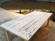 White Washed Pallet Farmhouse Table | Pallet Furniture DIY
