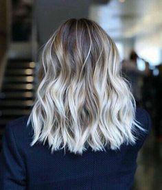 couleur cendré, cheveux balayés