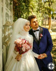 Bridal Hijab, Disney Wedding Dresses, Pakistani Wedding Dresses, Wedding Gowns, Wedding Hijab, Wedding Cakes, Couple Wedding Dress, Wedding Couples, Cute Muslim Couples