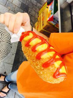 핫도그! 오랜만에 먹었는데 안에는 녹차빵이 있당 #핫도그