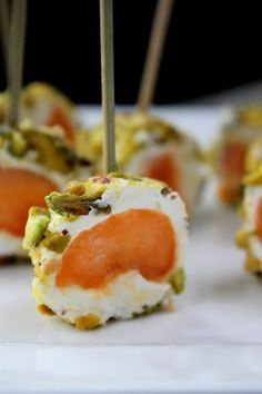 Amuse bouche facile recette amuse bouche facile, recette amus…-Atıştırmalık tarifler – Las recetas más prácticas y fáciles Easy Appetizer Recipes, Yummy Appetizers, Appetizers For Party, Gourmet Recipes, Easy Hors D'oeuvres, Ny Food, Cuisine Diverse, Party Finger Foods, Unprocessed Food