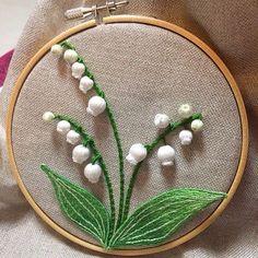 スタンプワーク(立体刺繍) | 徒然なるままに‥ Hand Embroidery Stitches, Embroidery Patterns, Sewing Patterns, Ribbon Art, Crystal Brooch, Lily Of The Valley, Crochet Flowers, Needlepoint, Needlework