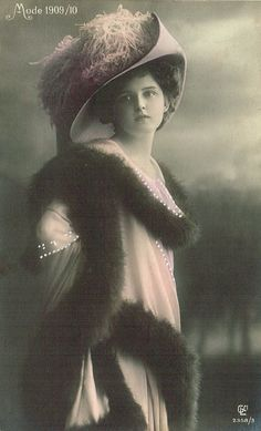 1909/10 French Fashion Belle Epoque Glamour Fancy Lady with Chic Hat and Furs, Original Photo Postcard Used in 1912