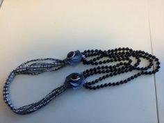 Collana in tessuto e perle nere, interamente cucita a mano, con fiori in jeans - Textile necklace and black beads, all hand-stitched, with flowers in jeans.