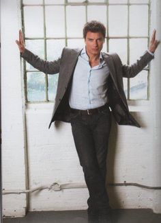 John Barrowman. I'm pretty sure he's married his husband by now so I don't stand a chance. Curse you!