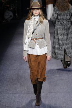 Trussardi Fall 2016 Ready-to-Wear Collection Photos - Vogue 2016 Fashion Trends, Fall Fashion 2016, Runway Fashion, Fashion Show, Autumn Fashion, Fashion Outfits, Womens Fashion, Fashion Weeks, Fasion