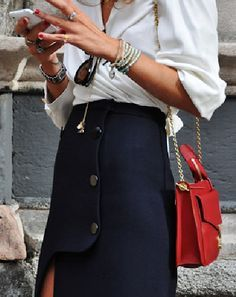 Easy Looks To Inspire Your Wardrobe from London Fashion Week Mode Style, Style Me, Black And White Outfit, Black White, Navy Skirt, Winter Mode, Inspiration Mode, Lookbook, Look Chic