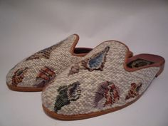THE LARKSPUR COLLECTION Vintage Seashell Needlepoint Slides Mules X-Small S 7 #TheLarkspurCollection #Mules