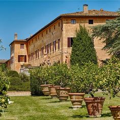 Romantic wedding venue with frescoed halls and Italian garden with view of Siena Rent A Tent, Tuscan Wedding, Italian Garden, Siena, Tuscany, Countryside, Trip Advisor, Cottage, Rustic
