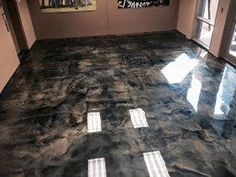 Manufacturing a epoxy metal floor step by step floor epoxy floor . - insyat - Production of a epoxy metal floor step by step floor epoxy floors Epoxy Floor Diy, Metallic Epoxy Floor, Diy Epoxy, Basement Furniture, Basement Flooring, Diy Flooring, Flooring Ideas, Inexpensive Flooring, Basement Ceilings