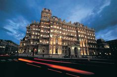A London Tourist Guide. You Don't Need A Travel Agent To Pick A Great London Hotel. A great hotel turns your vacation into a fantasy. Read on to find out how to find an affordable place London Tourist Guide, London Guide, London Travel, Luxury Hotels Uk, Best Hotels, Amazing Hotels, Cheap Hotels London, Langham Hotel, Hotel Safe