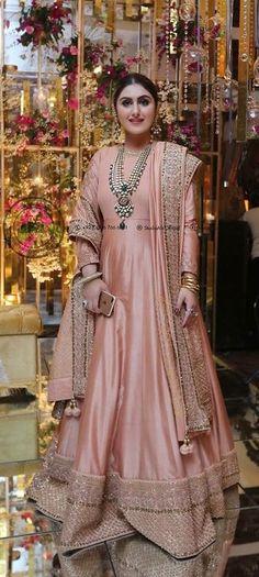 ideas for wedding dresses unique colour Pakistani Wedding Outfits, Pakistani Dresses, Indian Dresses, Indian Outfits, Indian Designer Outfits, Designer Wedding Dresses, Bridal Dresses, Dress Wedding, Prom Dresses