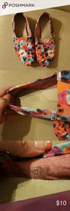 Toms Shoes Beautiful summertime colors. Shoes Flats & Loafers