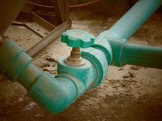 Benefits of Hiring an Experienced Plumber Slab Leak, Licensed Plumber, Blinds For You, Leak Repair, Sewage System, Plumbing Emergency, Plumbing Problems, Backyard Water Feature, Building Companies