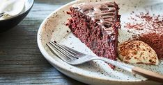 Nici Wickes' beetroot cake recipe has been fed to young fussy eaters and they've devoured piece after piece, little realising it contains beetroot! This cake is gluten and dairy-free, so it's perfect for sharing Dark Chocolate Cookies, Chocolate Drizzle, Chocolate Chip Recipes, Gluten Free Chocolate, Chocolate Lovers, Spicy Recipes, Cake Recipes, Beetroot Cake Recipe, Banana Sheet Cakes