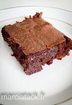 Le meilleur gâteau au chocolat de tous ceux testés jusqu'ici : très chocolat, avec un cœur fondant et une croûte délicate.