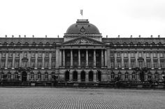 Love you Brussels!  #Brussel #Brussels #koninklijkpaleis #koninklijkpaleisvanbrussel #royalpalace #royalpalaceofbrussels #palace #paleis #spontaneoustrip #spontaneousgetaway #architecture #history #monarchy #monday Photo by @soulsurfers_fem