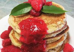 Túrós zabos palacsinta málnavelővel 🍓 Waffles, Pancakes, Evo, Sweets, Breakfast, Morning Coffee, Gummi Candy, Candy, Waffle