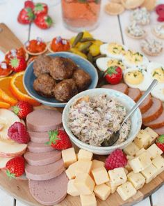 Antipasto Platter, Charcuterie, Appetizers For Party, Yummy Snacks, High Tea, I Foods, Food Inspiration, Tapas, Good Food