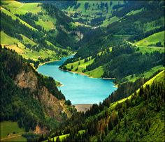 Lake Geneva in Switzerland  ( via Katarina2353 )