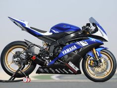 Yamaha R6 track bike blue