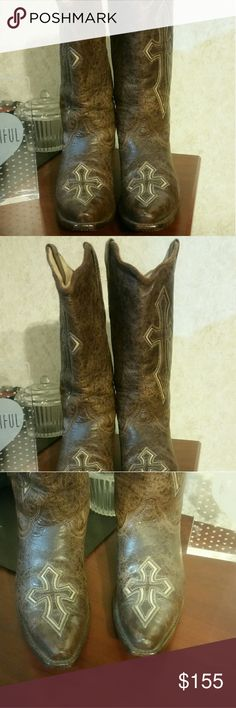 Excellent Corral Vintage cross leather boots Gorgeous brown leather Corral boots. Size 9. Excellent condition. See all pics. Look beautiful. Worn minimally. No box available sorry. These boots will last years. Soles are great and uppers great. Smoke free home. Thanks for looking. Corral Shoes