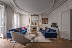 How to renovate your house like a French Girl. For your home improvement and design inspiration, take some pointers from the French. Interior, Chic Apartment Decor, Bedroom Design, Home Decor, House Interior, Apartment Chic, Apartment Decor, Interior Design, Parisian Interior