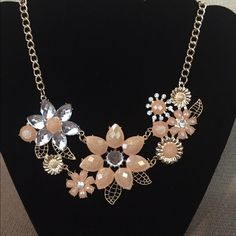 Floral necklace Stunning floral necklace. Final price Jewelry Necklaces