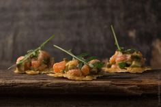 And therefore to put Salmon Tartare Recipe with avocado on the crisps is a very interesting idea. I hope this recipe of delicious tartare you'll like. Enjoy