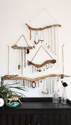 Do you have a ton of jewelry but you dont know how to store it neatly? If you dont want to spend a fortune on specially made jewelry storage, then these tips and hacks can help. This list presents genius storage solutions and ideas to better organize your jewelry and even display your pieces beautifully.