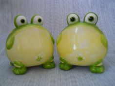 Frog Salt and Pepper Shakers - vintage, collectible by DEWshophere on Etsy