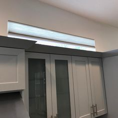 Sometimes simple is better. This was a nice little touch to block out the harsh sun rays in the afternoon and also take away from the roof line of the neighbor. This shade was an addition to the previously installed cellular shades in the kitchen and nook area. #hunterdouglas #applause #cellular #simplelift #cordless #modern #windowtreatments #venice #sarasota #lakewoodranch #bradenton #northport #portcharlotte  #englewood #bocagrande #puntagorda #bgwindowfashions #shades #cornice #valance…