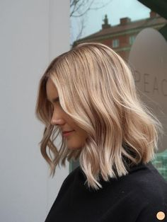Blond praise and how to hold bait - Peach Stockholm- # blond . - Blond Praise and How to Hold Bait – Peach Stockholm # Blondes - Blonde Hair Looks, Blonde Wig, Blonde Color, Blonde Balayage, Blond Lob, Blonde Short Hair, Blond Hair Colors, Sandy Blonde Hair, Warm Blonde Hair