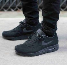 Nike Air Max. All black!