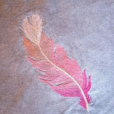 Finally finished with my feather... I'll have to find a spot with better light though, because it doesn't quite show the grading in the middle. #featherstitch #embroidery #hoopart
