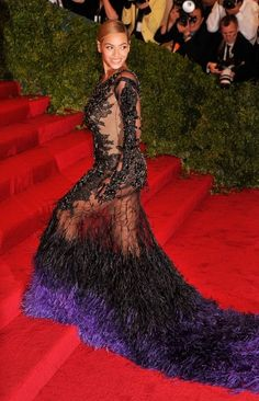 She ALWAYS shuts it down!   Vogue Daily — Beyoncé in Givenchy Haute Couture by Riccardo Tisci