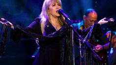 """Stevie Nicks Reigns Supreme As She Crashes 'Ellen' With Bewitching Take On """"Edge Of Seventeen"""""""