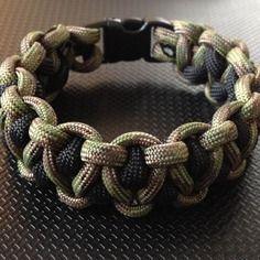 Bracelet paracorde / bracelet de survie sur mesure                                                                                                                                                                                 Plus