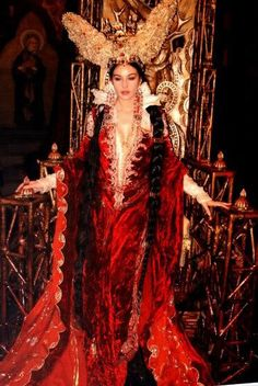 Monica Bellucci as the wicked Mirror Queen, Brothers Grimm