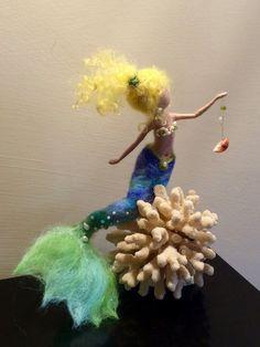 Sirène feutrée à laiguille inspiration Waldorf laine par DreamsLab3