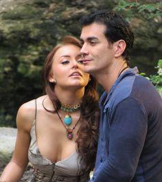 Angelique Boyer luciendo accesorios Jenny Rabell en la telenovela Abismo de pasión. Compra accesorios Jenny Rabell en: http://jennyrabelltienda.com