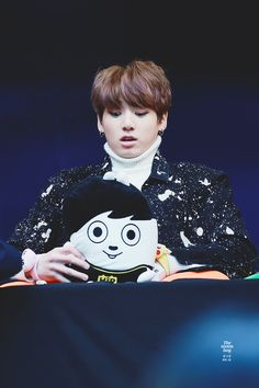 170224 - Kookie and his hip hop monster cushion. His reaction is adorable! \(^0^)/