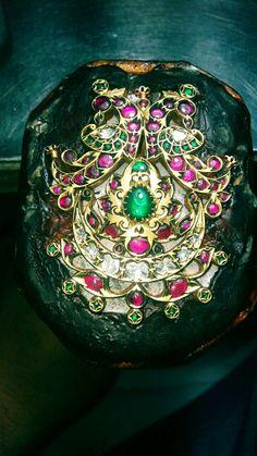 Jadai pandal Antic Jewellery, Indian Jewelry Earrings, Antique Jewellery Designs, 18k Gold Jewelry, Jewelry Art, Diamond Jewelry, Antique Jewelry, Jewelery, Fashion Jewelry